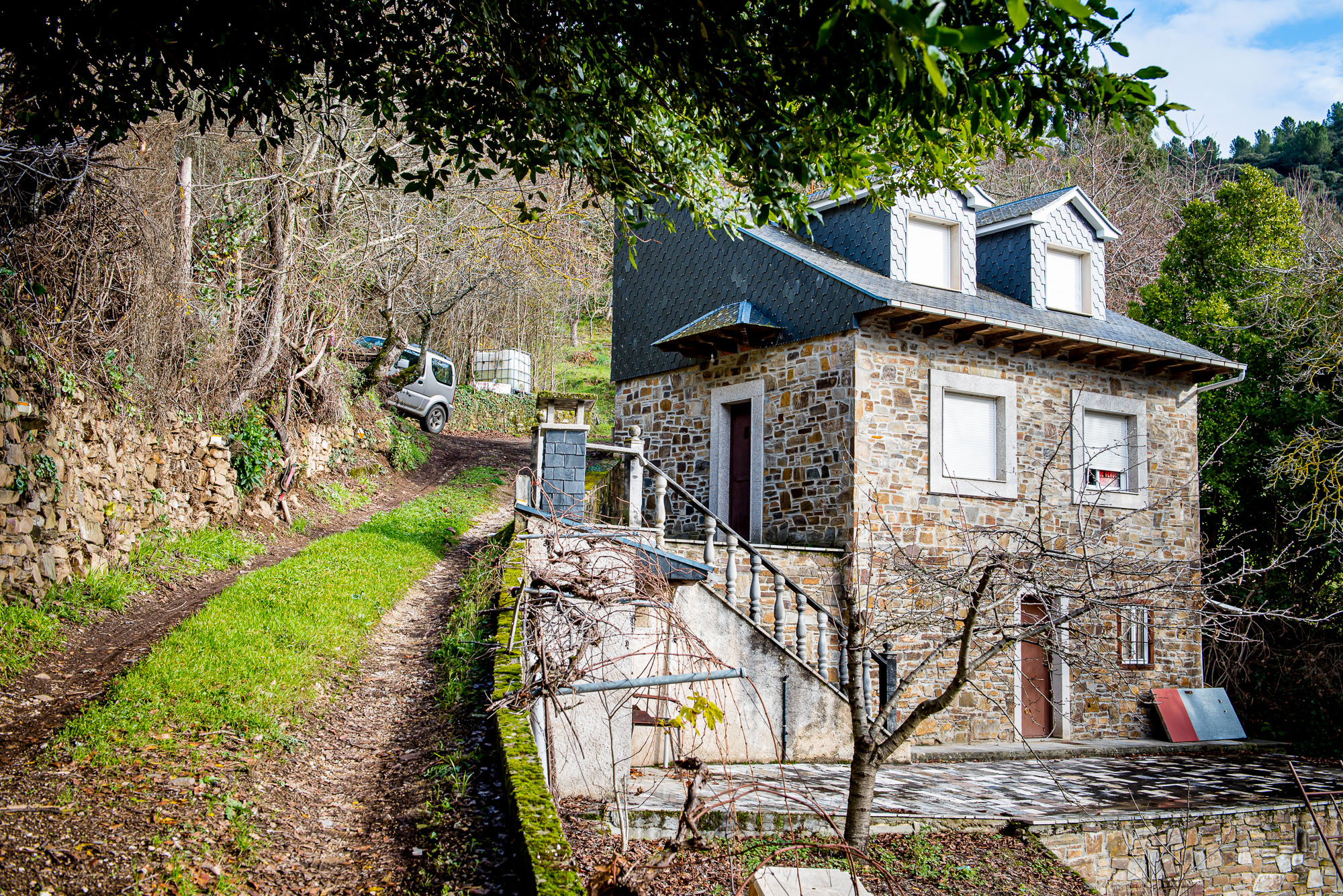 Casa autosuficiente en el campo, en la montaña de Villafranca