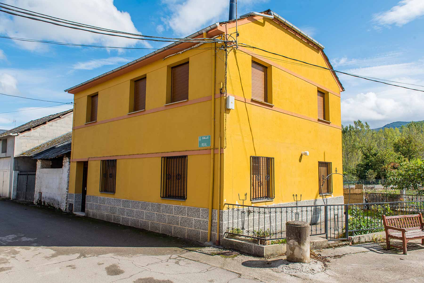 Casa dehesas con terreno urbano
