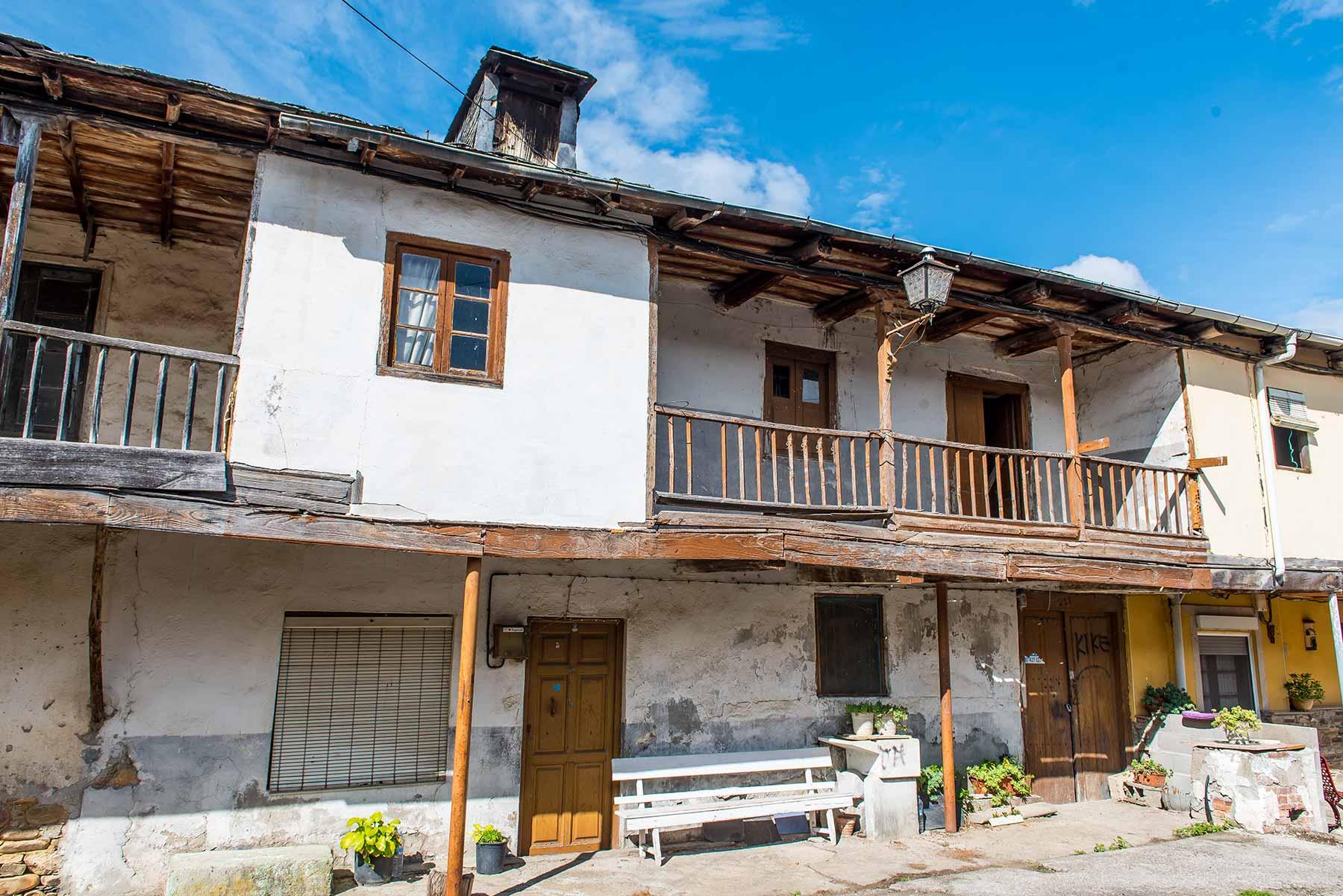 Casa de piedra para restaurar en Dehesas