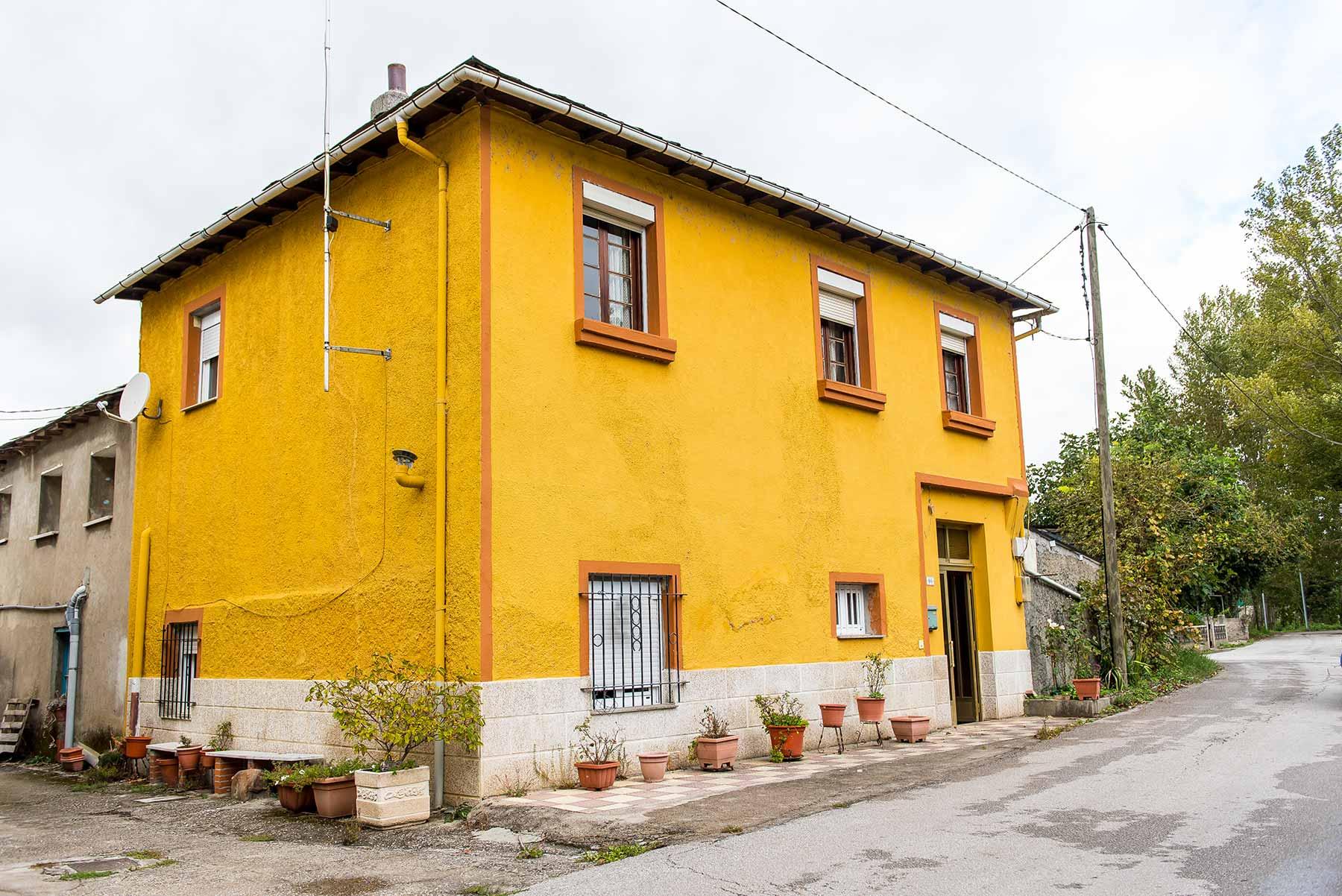Casa de piedra con terreno en Dehesas