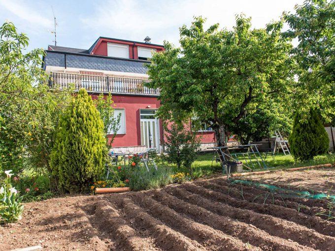 Casa amplisima en Cacabelos con terreno